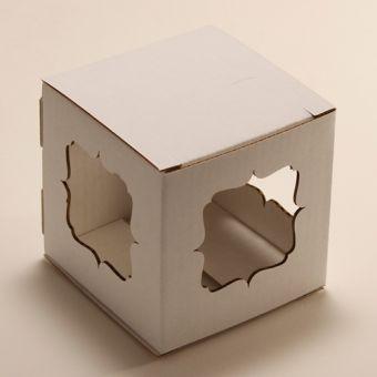 Картонная коробка для упаковки подарковКубик - Фигурные окошки